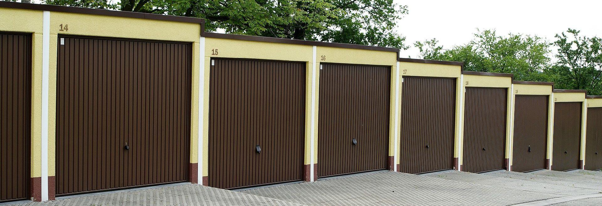 Fabricación de puertas metálicas modernas en Guadalajara | Hidrometal